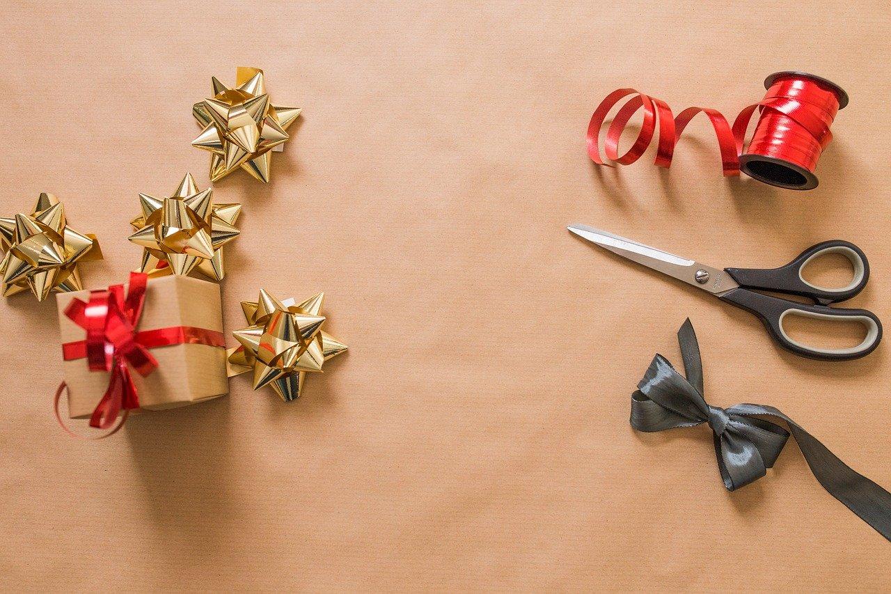 Kupowanie prezentów świątecznych